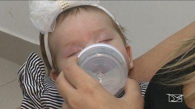 """Veja a importância dos exames no 'Meu Bebê' - Antes era só o teste do pezinho, mas atualmente existem cinco exames que devem ser feitos em bebês recém-nascidos, de preferência nos primeiros dias de vida, e entre eles, o da """"orelhinha"""" e o da """"linguinha""""."""