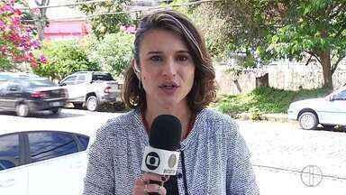 Homem é preso suspeito de atear fogo na mulher em Sumidouro, no RJ - Segundo informações da Polícia Militar, vítima teve 90% do corpo queimados e está em estado gravíssimo. Três crianças estavam na casa no momento do crime.