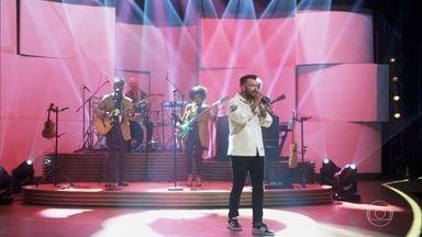 "Thiago Brava canta ""Dona Maria"" - Bial também recebe Gustavo Mendes"
