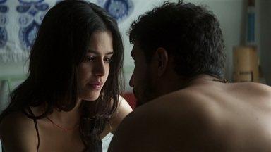 Laila e Jamil planejam criar o filho longe das garras de Aziz - O casal combina de ir para um lugar seguro