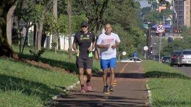 Professor Carlão encara desafio de 50 km - Professor Carlão encara corrida de 50 km, de Campo Grande a Sidrolândia, como agradecimento aos 50 mil novos doadores de medula óssea em MS.
