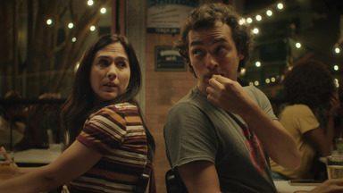 Você shippa? - Rita e Enzo têm seus respectivos encontros catastróficos, marcados através de aplicativos em redes sociais. É assim que os dois acabam se cruzando num bar e percebem que têm muito em comum.
