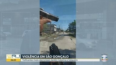 Fim de semana violento em duas comunidades de São Gonçalo - As comunidades do Jardim Catarina e Salgueiro, em São Gonçalo, tiveram um fim de semana de violência. No meio da disputa de traficantes rivais, moradores estão com medo de sair nas ruas.