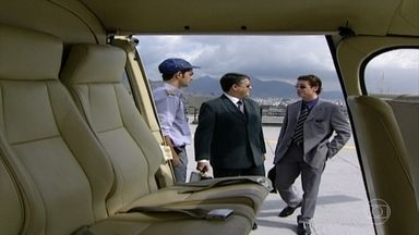 Marcelo vai a Angra de helicóptero - Sandrinha recebe cartão postal de Helena. Orestes lê para ela