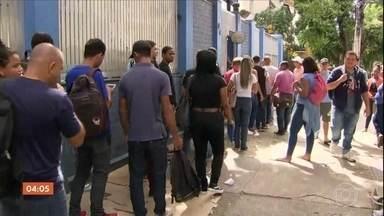 Desemprego atinge maior taxa desde maio de 2018 - Segundo o IBGE, o desemprego subiu no primeiro trimestre do ano, atingindo quase 3,5 milhões de brasileiros.
