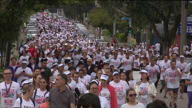 Emoção e solidariedade tomam as ruas na maior corrida de Curitiba - The Hardest Run reúne 10 mil corredores por uma causa nobre