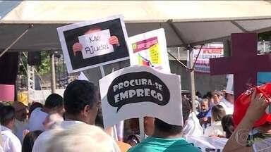 Atos marcam o Dia do Trabalhador em cidades de todas as regiões do país - Nesta quarta-feira, atos marcaram o Dia do Trabalhador em cidades de todas as regiões do país. Em São Paulo, as maiores centrais sindicais fazem um evento unificado. Mineiros lembraram aqueles que morreram no rompimento da barragem da Vale.