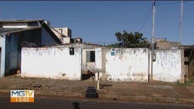 Idosa é vítima de latrocínio dentro de casa e suspeita é presa em Uberlândia - Criminosa foi reconhecida por testemunhas e parte dos pertences da vítima foi recuperada.