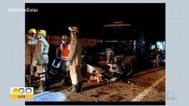Três carretas e uma caminhonete batem em Catalão - Acidente aconteceu na BR-050 e não deixou mortos.