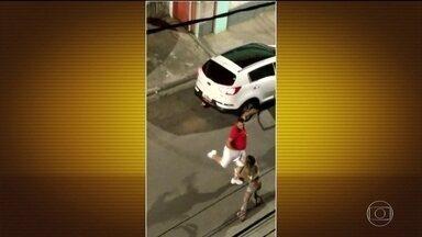 Polícia identifica homem que espancou a namorada na rua - Valdinei Ezequiel Crispim, de 30 anos, foi indiciado por lesão corporal pela Lei Maria da Penha.