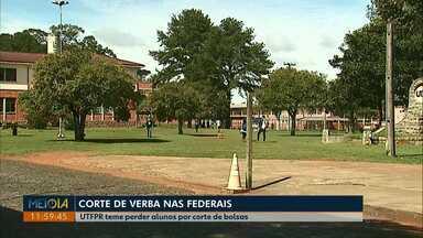 UTFPR em Ponta Grossa teme perder alunos após corte de verbas - Outras universidades do estado também devem sentir impacto do bloqueio de 30% da verba das instituições federais de ensino, como a UFPR.