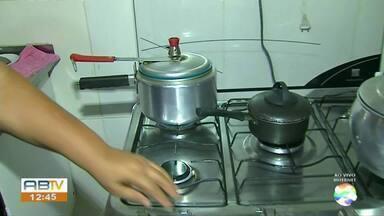 Gás de cozinha sofre reajuste no preço - AB1 mostra como fazer o gás render mais.