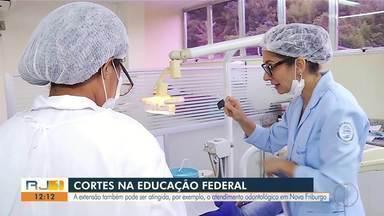 Atendimentos à população feitos por estudantes da UFF de Nova Friburgo correm riscos - Campi de institutos federais de Petrópolis também podem ser atingidos. Corte de 30% das verbas foi anunciado pelo MEC no dia 30 de abril.