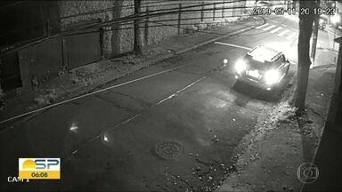 Polícia busca suspeito pela morte de um morador de rua em Santo André - Vítima foi assassinada enquanto caminhava pela rua por um homem que desembarcou de um carro de luxo.