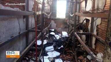 Fogo destrói escola em São Desidério, no oeste do estado - Incêndio aconteceu no último sábado (11).