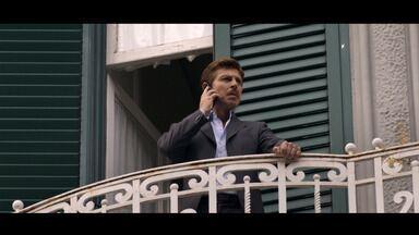 """Episódio 3 - Anna confessa a Emilio que seu """"tio"""" é, na verdade, Iovine. A equipe de Romano intercepta a conversa. Emilio diz a Anna que deseja construir um futuro com ela."""