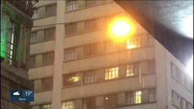 Tempo vira em São Paulo com frio e chuva - Amanhã (15), toda faixa leste de ficar com céu fechado e tempo instável