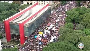 Boletim JN: Manifestantes protestam contra cortes nas verbas da educação nesta quarta (5) - Avenida Paulista está fechada em toda a extensão nos dois sentidos.