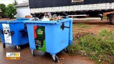 Moradora cobra e prefeitura resolve problema de lixo jogado em quadra de Palmas - Moradora cobra e prefeitura resolve problema de lixo jogado em quadra de Palmas