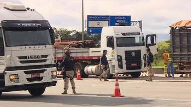 Catorze são flagrados em operação contra evasão de pedágio na Dutra - Ação foi na manhã desta quinta-feira (16) em Jacareí. De janeiro a abril de 2019, mais de 32 mil motoristas foram autuados por cometer essa infração na rodovia.