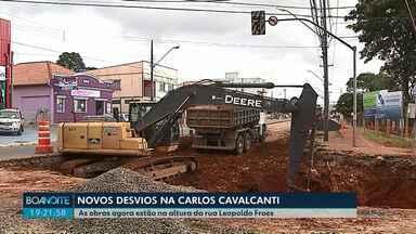Obras na esquina com a rua Leopoldo Froes criam dois novos desvios na Carlos Cavalcanti - A Prefeitura está trocando o asfalto na avenida.