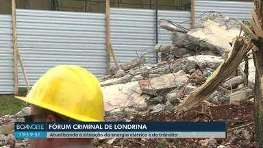 Energia elétrica começa a ser restabelecida no centro cívico de Londrina - No prédio da prefeitura a expectativa é de trabalho normal nesta sexta-feira (17).