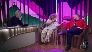"""Alcione e Ferrugem cantam """"Telegrama"""" - Dupla emociona e agita a plateia do 'Conversa' e o próprio Bial"""