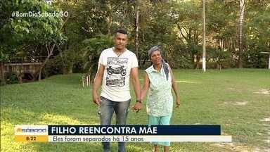 Antiga moradora de rua reencontra o filho, que vivia em abrigo, após 15 anos - Jovem foi atrás da mãe e agora eles vivem juntos.