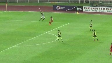 No Campeonato da Malásia, goleiro falha feio e vê o time ser derrotado por 3 x 1 - No Campeonato da Malásia, goleiro falha feio e vê o time ser derrotado por 3 x 1