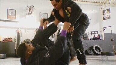 Lutadores de jiu-jitsu de Uberlândia fazem bonito no Brasileiro e mira Mundial nos EUA - Três atletas sobem ao pódio em competição nacional