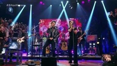 """Sandy & Junior cantam """"Não Dá Pra Não Pensar"""" - Dupla agita plateia com grande sucesso"""