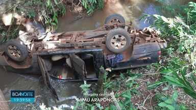 Camionete cai dentro de rio em Arapongas - Veículo ficou parcialmente submerso e motorista morreu.