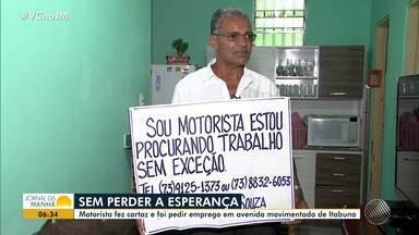 Motorista faz cartaz para conseguir emprego em Itabuna - A Bahia tem a segunda maior taxa de desemprego do país.