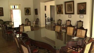 Após restauração, IHGAL está aberto para visitação - Visitante pode conferir obras de arte e viajar pela história de Alagoas e do Brasil no Instituto Histórico e Geográfico de Alagoas.