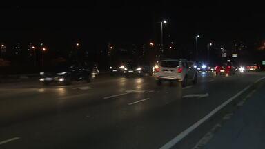 Trânsito na ponte da Casa Verde é liberado - Ponte passou por obras depois que caminhões bateram na estrutura.