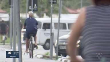 Ciclovia da orla de São Vicente, SP, é alvo de reclamações - Usuários reclamam da falta de segurança no equipamento. Recentemente, homem foi assaltado e espancado no trecho.