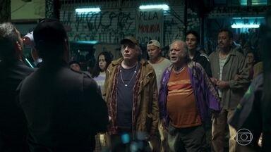 Eusébio finge ser o líder da ocupação de um grupo de moradores de rua para dar entrevista - Maria chega a São Paulo. Dorotéia se preocupa com os filhos e exige uma atitude do marido. Eusébio encontra uma casa abandonada e leva a família para o local