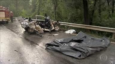 A cada hora, cinco pessoas morrem em acidentes de trânsito no Brasil - O governo federal gastou R$ 3 bilhões com vítimas de trânsito, na última década. Em dez anos, o número de internações cresceu mais de 30%. O levantamento é do Conselho Federal de Medicina.