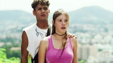 Marco surpreende Anjinha e Cleber juntos - Anjinha tenta contar a verdade para o namorado, mas Marco Rodrigo aparece e interrompe a conversa