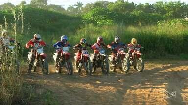Pilotos de outros estados participam de desafio de motocross em Balsas - Pilotos participam de desafio que marca a retomada do esporte na cidade.