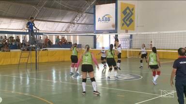 Time do Mix Atléticas vence o CT Dio pelo campeonato maranhense de vôlei - No feminino, as meninas da AABB passaram pela equipe da Apcef
