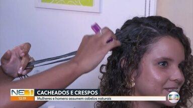 Veja dicas de como cuidar de cabelos crespos e cacheados - Cada vez mais homens e mulheres assumem os cabelos naturais