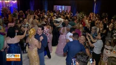 Mulheres que lutam contra o câncer ganham festa de debutante surpresa em Petrolina - A festa surpresa foi realizada por voluntários. As 15 mulheres homenageadas conseguiram realizar um sonho de infância.