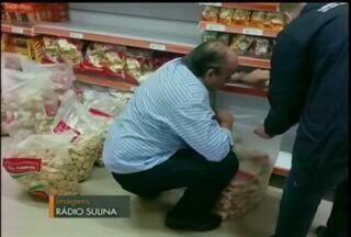 Força tarefa do programa de segurança alimentar em Bagé, RS - A operação dos agentes apreendeu mais de um tonelada de alimentos irregulares na Região da Campanha.