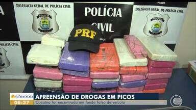 Mais de 30 kg de cocaína são encontrados em fundo falso de veículo - Mais de 30 kg de cocaína são encontrados em fundo falso de veículo