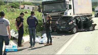 Três pessoas morrem em acidente de carro na BR-423 em Garanhuns - Vítimas eram naturais de Alagoas.