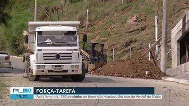 Após temporal, 130 toneladas de barro são retiradas das ruas de Arraial do Cabo - Força-tarefa foi feita neste sábado (25).
