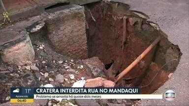 Rua no Mandaqui segue interditada por causa de cratera - BDSP mostrou problema no dia 8 de maio e buraco continua aberto na zona norte