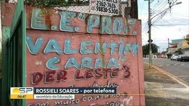 Escola na Zona Leste de SP serve apenas merenda seca aos alunos - A Escola Estadual Valentim Carra parou de servir refeições aos alunos desde a saída de uma merendeira.