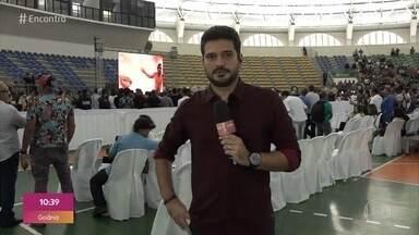 André Curvello traz informações sobre o velório de Gabriel Diniz - Família, amigos e fãs se despedem do cantor na Paraíba